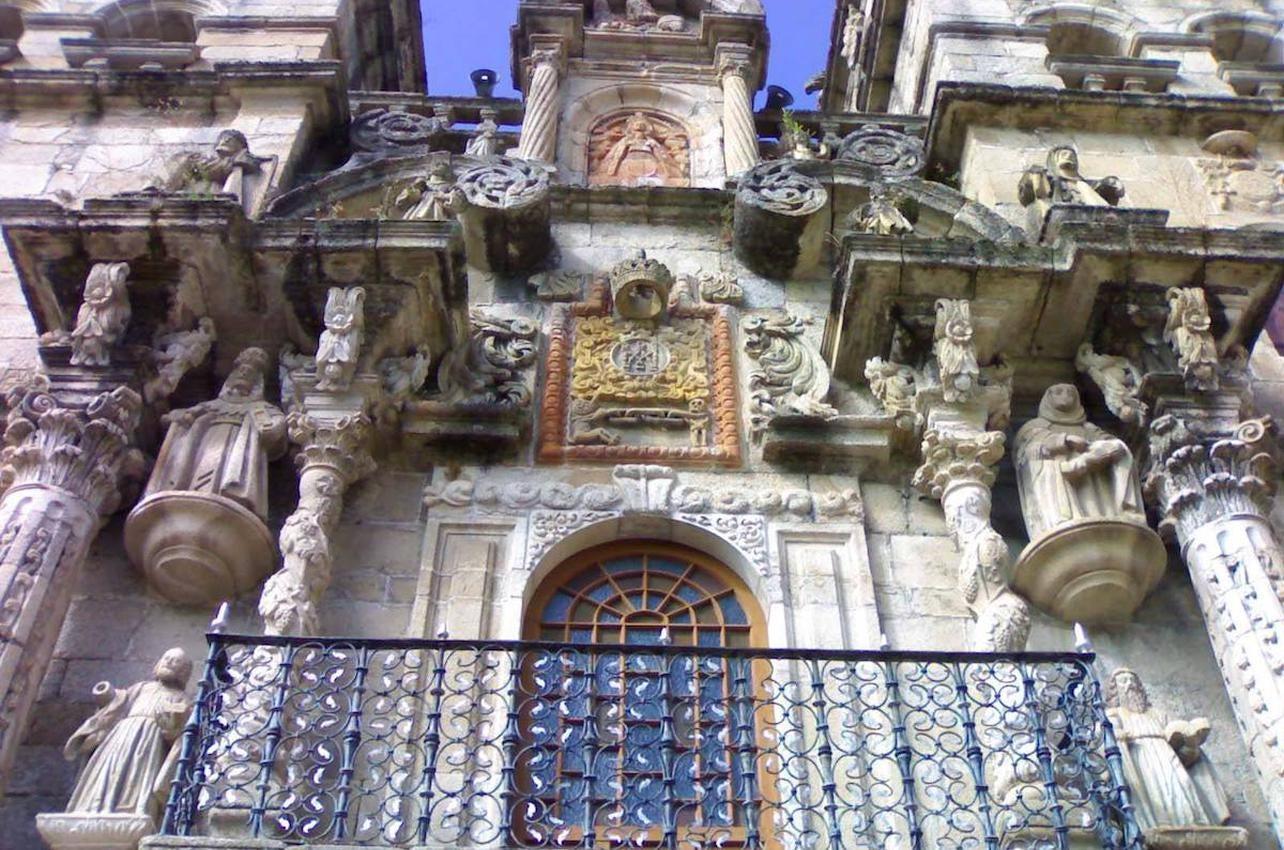 La fachada del monasterio, uno de los máximos exponentes del barroco gallego. Foto: Facebook As Ermidas.