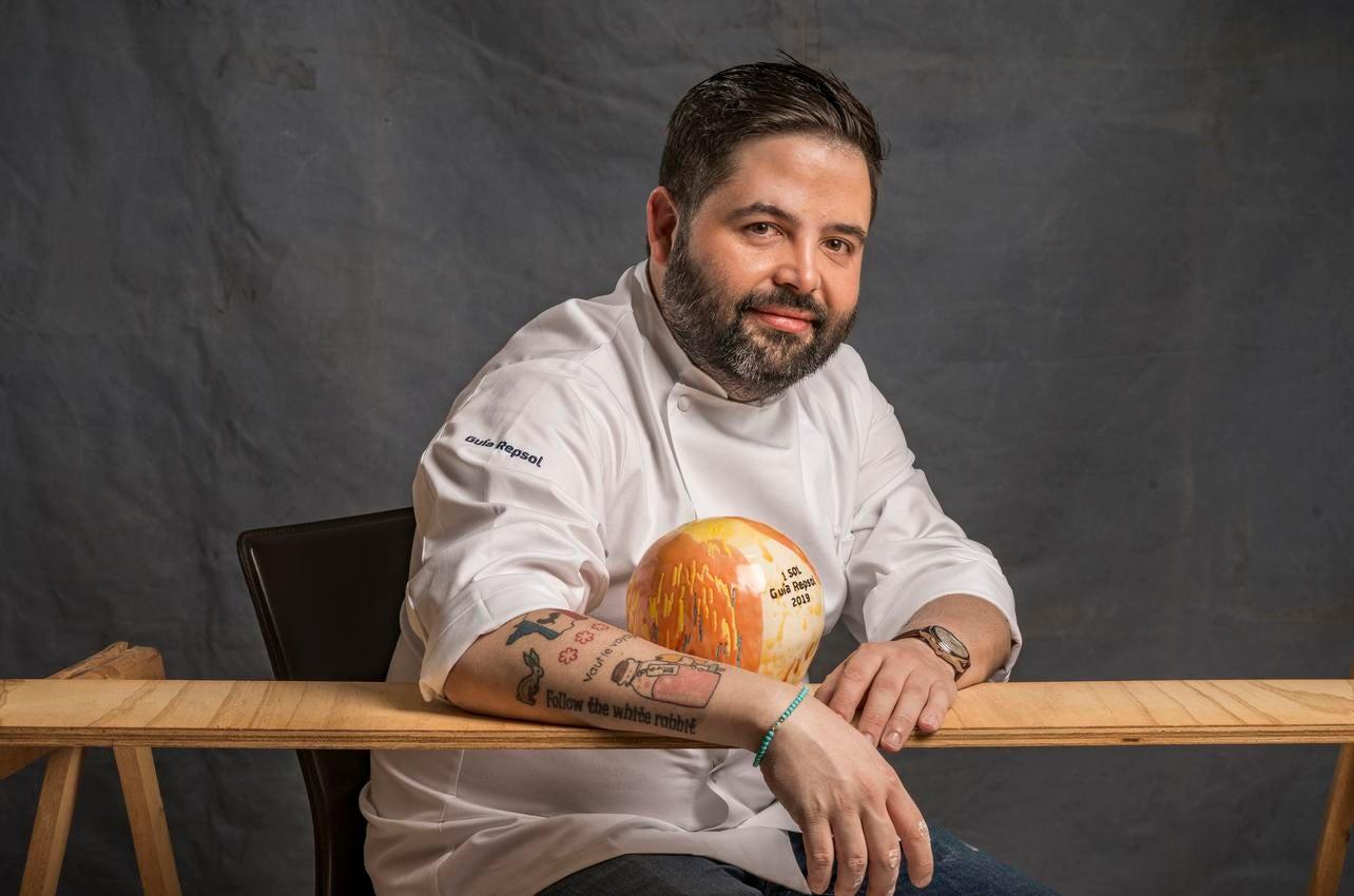 Juan Luis Fernández con su sol porLú Cocina y Alma concedido en 2019