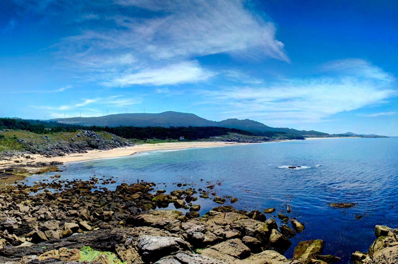 La ventosa y rocosa Area Longa (A Coruña). Foto: Raúl Muriel (permisos cedidos a guiarepsol.com).