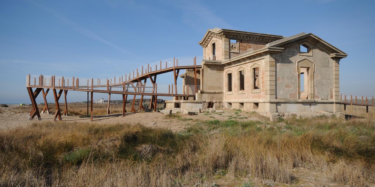 Caserna dels Carrabiners y edificio del Semàfor
