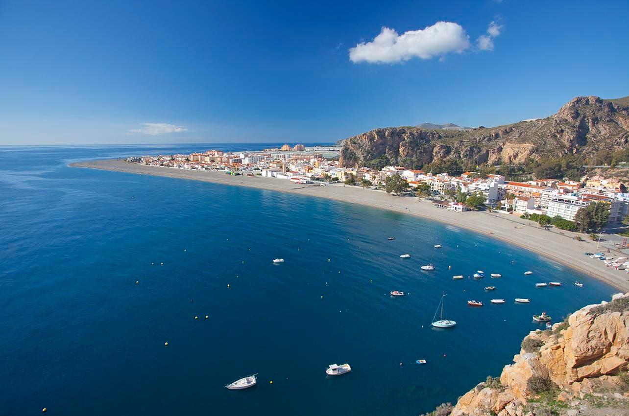 Playa Calahonda. Motril. (Foto: Ayuntamiento de Motril.)