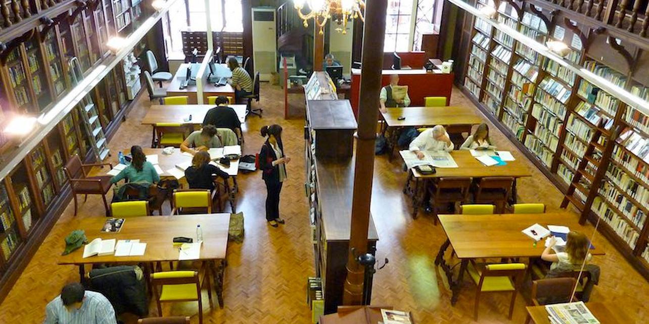 Biblioteca de Cort