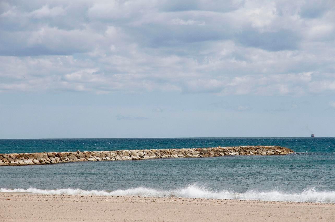 Espigón en la Playa de Puçol. (Foto: Ayuntamiento de Puçol.)