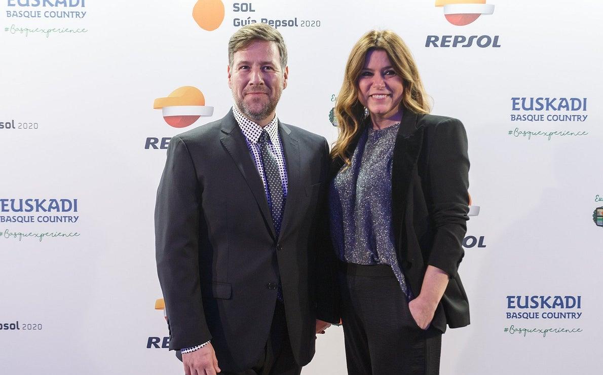 Photocall Gala Soles Guía Repsol 2020. Carlos Latre y su mujer