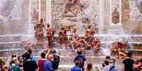El Baño de Diana con su frontal recorrido por las aguas.