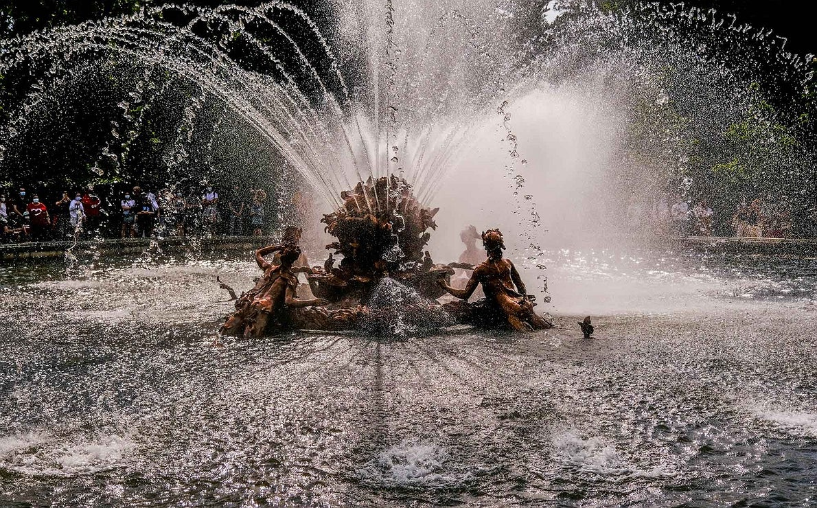Detalle del conjunto escultórico de Canastillo cubierto por el agua.
