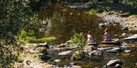 Al otro lado del Puente de la Huerta el río baja con poca agua pero forma pequeñas pozas perfectas para refrescarse.