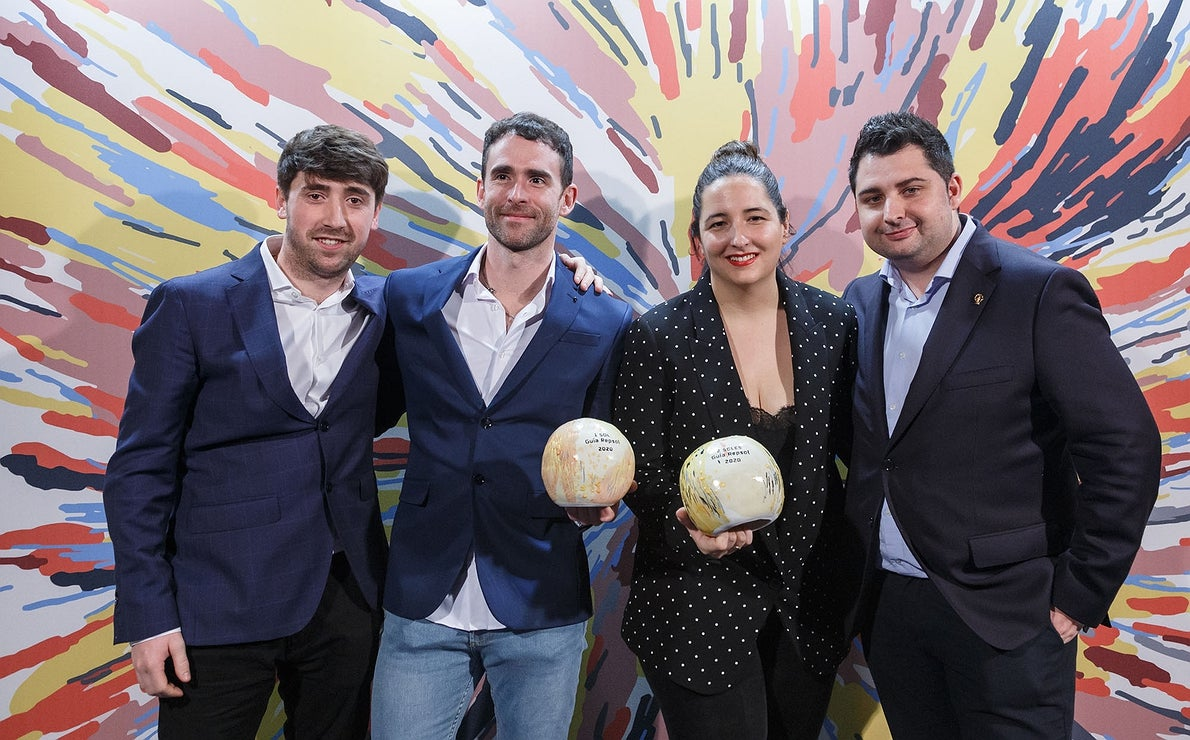 Photocall Gala Soles Guía Repsol 2020. Xabier Zabala ('Kirkilla Enea') y María Gómez, Magoga.