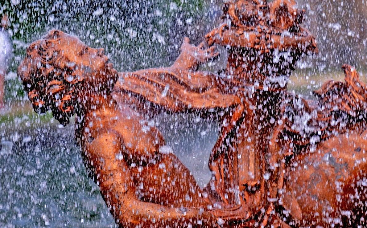 En esta imagen, detalle de una escultura de la Carrera de Caballos.