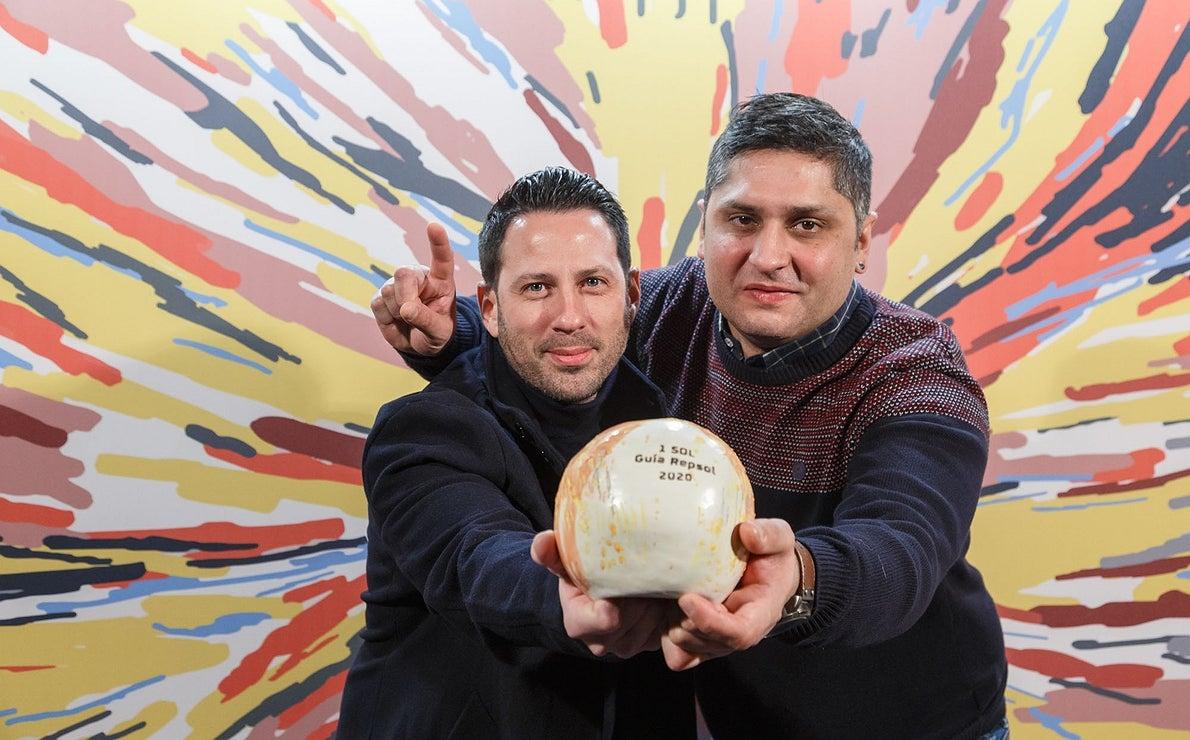 Photocall Gala Soles Guía Repsol 2020. Juanlu Fernández y Marcos Nieto ('Cañabota')