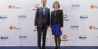 Photocall Gala Soles Guía Repsol - Autoridades en la Gala: Josu Jon Imaz, consejero delegado de Repsol, y Sonia Pérez Ezquerra, consejera de Turismo del País Vasco