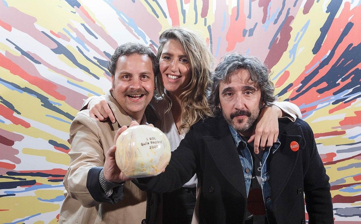 Photocall Gala Soles Guía Repsol - Rodrigo García Fonseca y Nagore-Irazuegi, de 'Arima', y Diego Guerrero