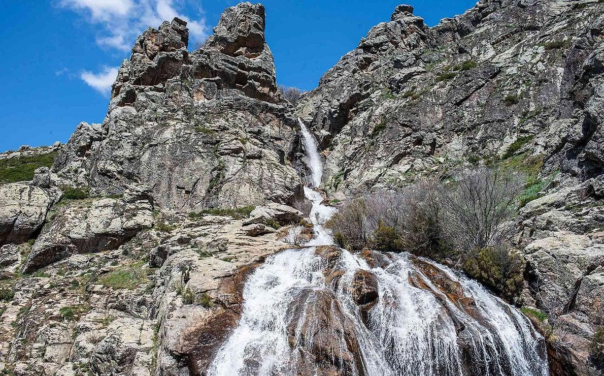 Cascada en la Sierra de Guadarrama (Madrid)