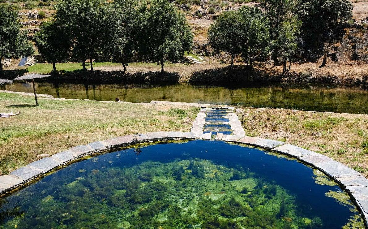 Estanque que identifica una de las piscinas más famosas de la comarca, la de Jevero.