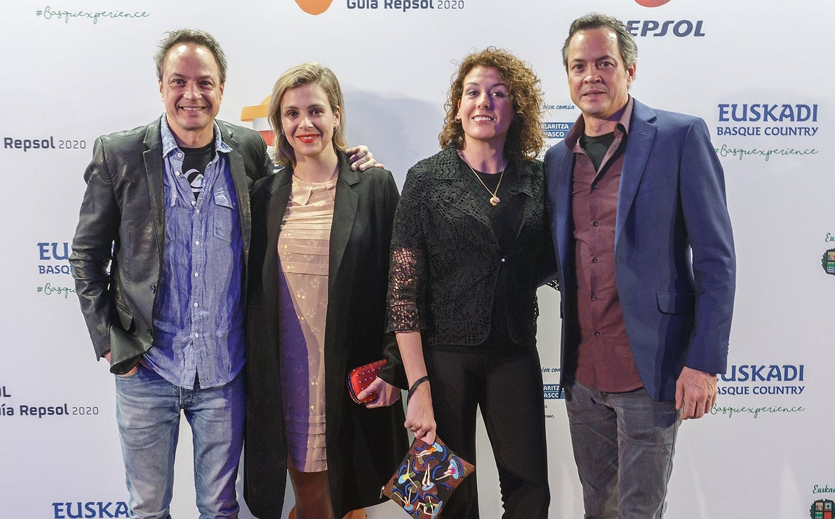 Photocall Gala Soles Guía Repsol - Hermanos Torres y sus mujeres