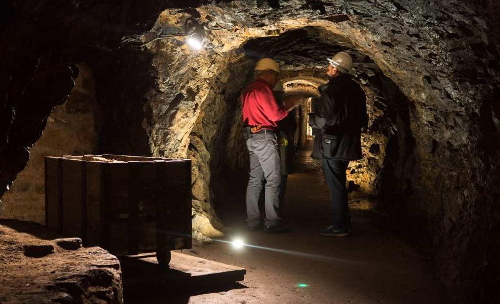 Aunque los visitantes solo descienden hasta el primer nivel, es suficiente para imaginar las duras condiciones de la mina.