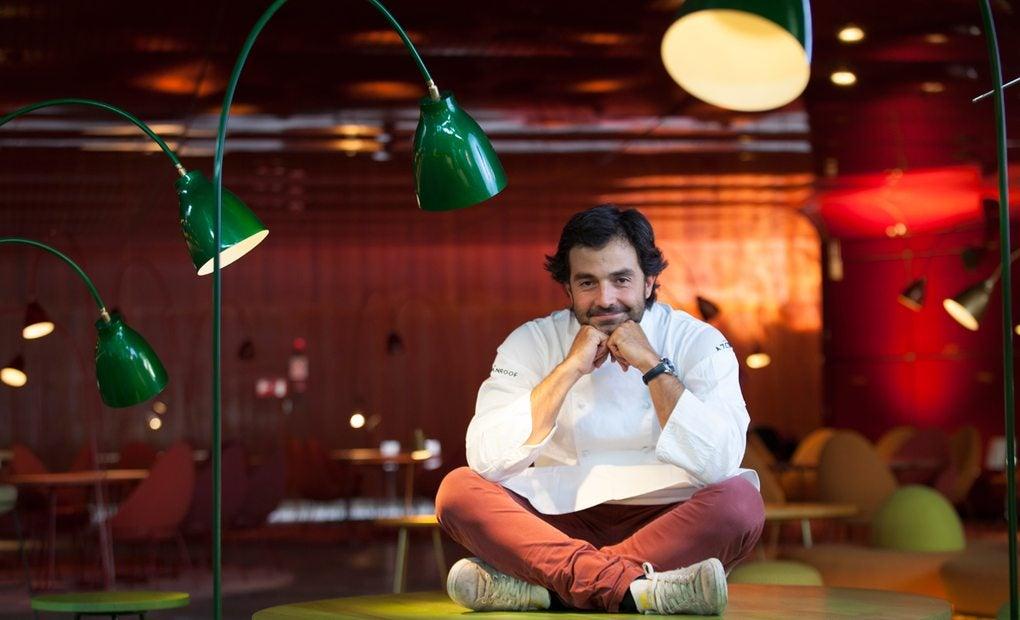 El chef en el interior de 'NuBel'. Foto: Santiago Burgos.