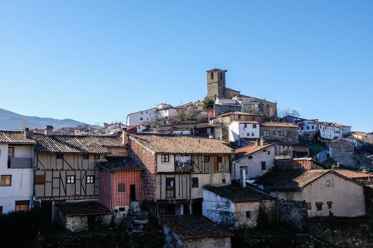 Vistas del pueblo desde el otro lado del puente de Fuente Chiquita.