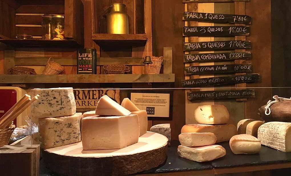 Los quesos típicos del Fogg Cheese and Beer, una delicia.