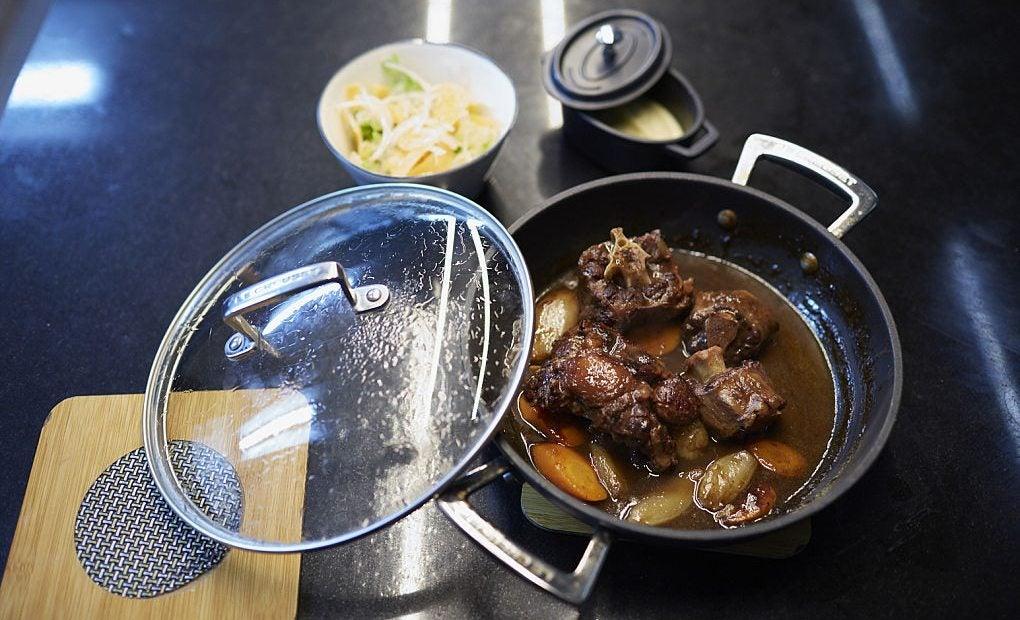 Rabo de toro, uno de los platos estrella de Casa Leopoldo