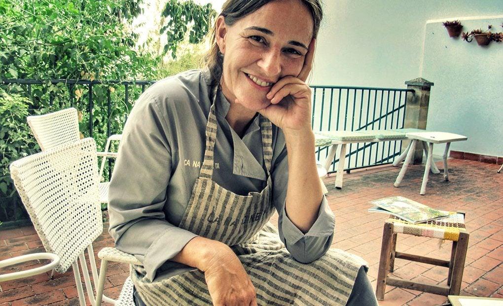 María Solivellas en la terraza de 'Ca Na Toneta'.