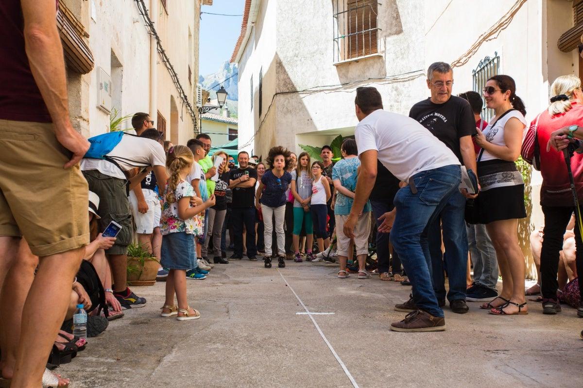 Campeonato de Lanzamiento de Hueso de Cereza en La Carrotja.