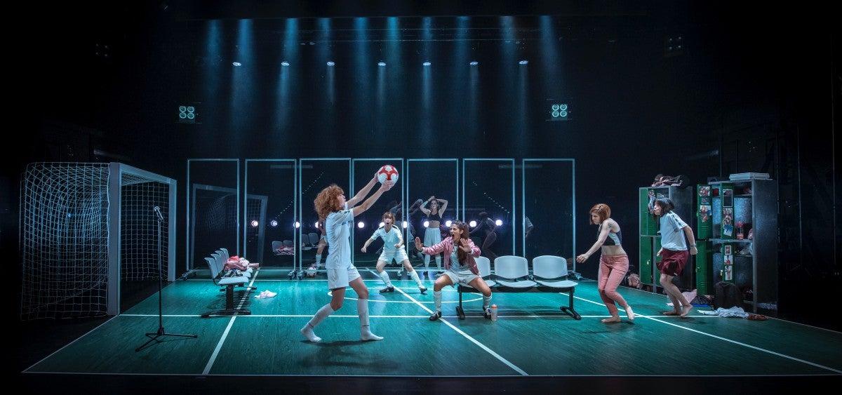 Escena de 'Playoff', de La Joven Compañía. Foto: David Ruano