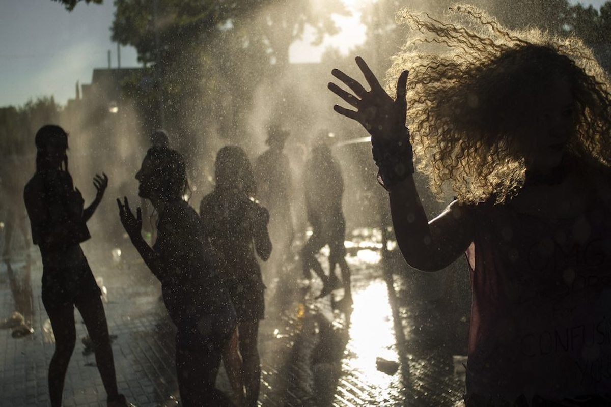 Lluvia de limonada en Ciudad Real. Foto: Manuel Toribio.