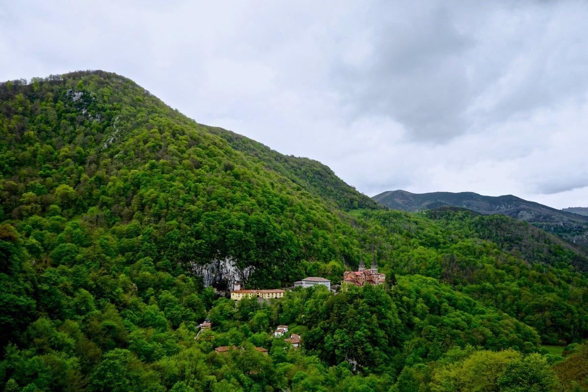 Idílico enclave del santuario de Covadonga.
