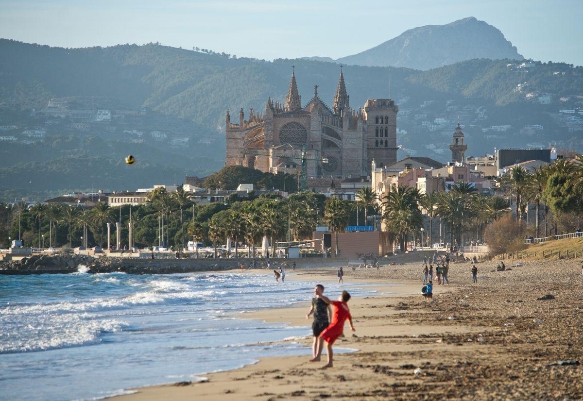Disfrutar de esta ciudad antes de que se inicie la temporada es un verdadero lujo. Foto: Shutterstock.