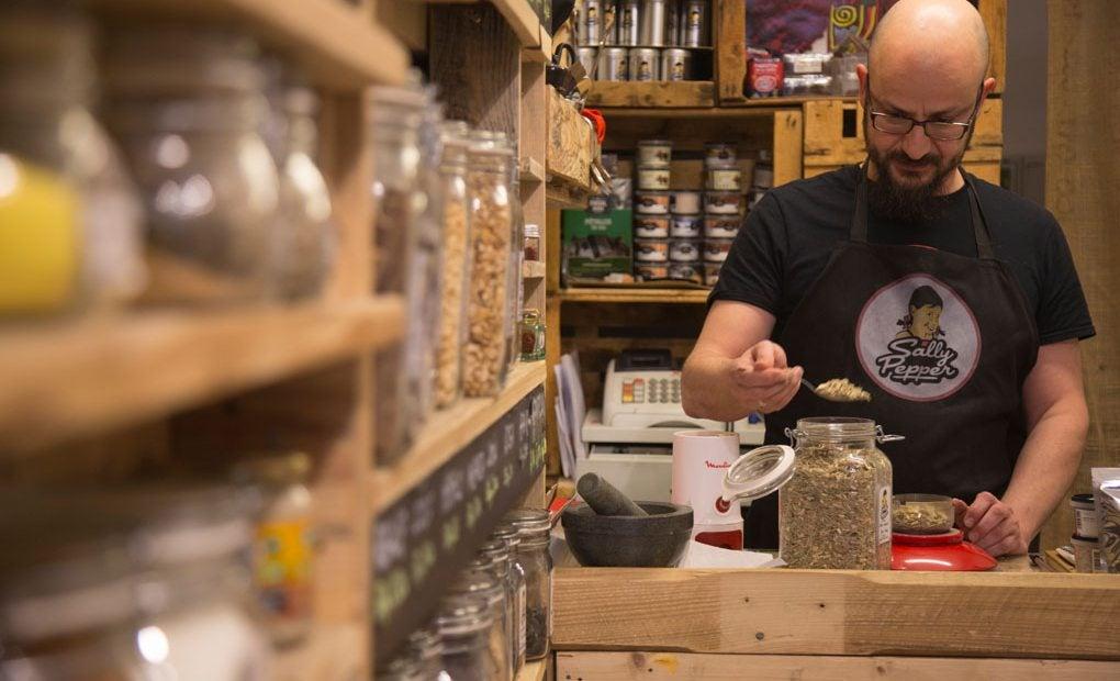 En 'Sally Pepper' te preparan especias por encargo, sabores únicos y personalizados.