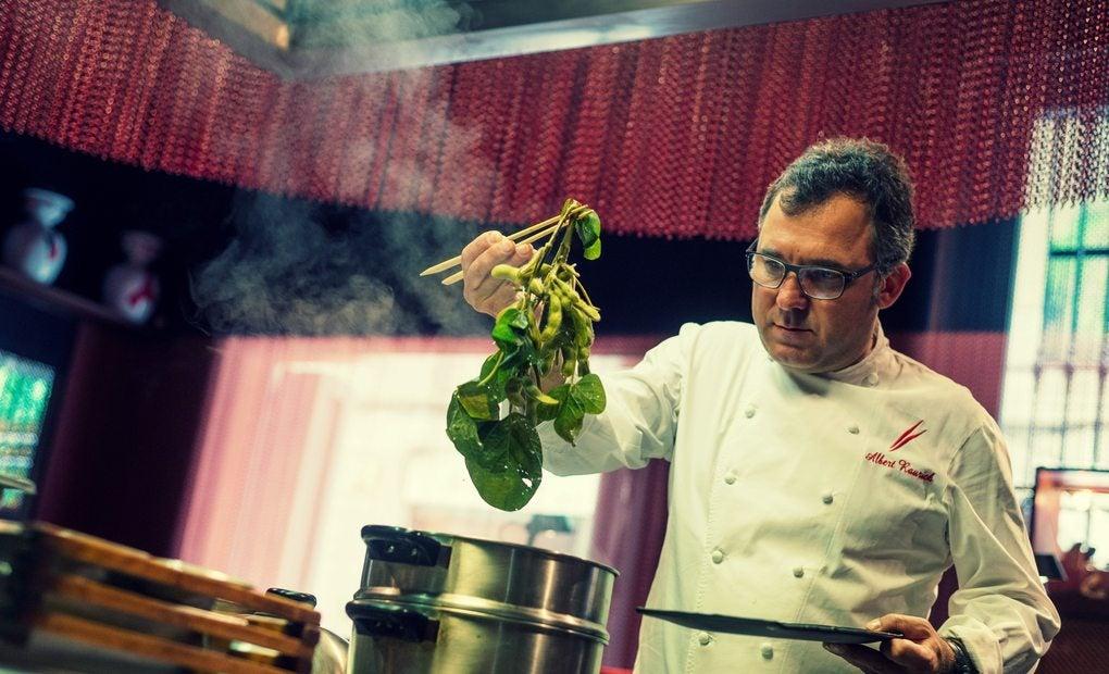 Albert Raurich en 'Dos Palillos' cocinando