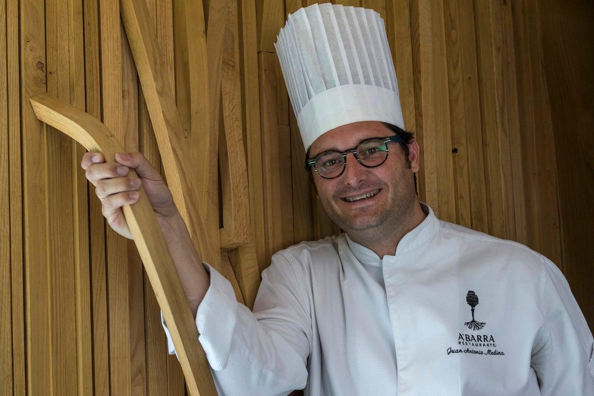 Juan Antonio Medina, del 'A'Barra', en su restaurante. Foto: cedida.