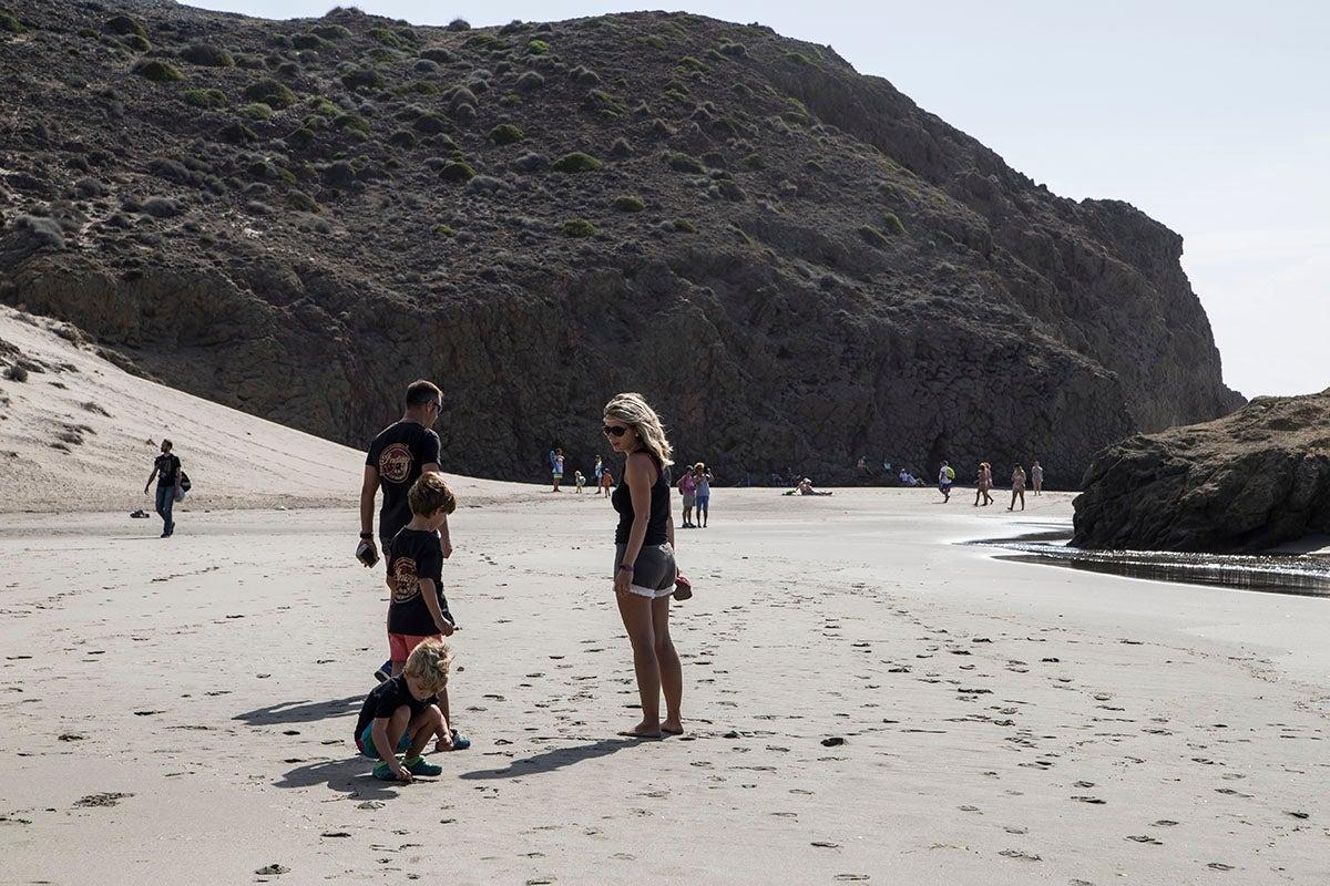 En familia en la playa de Mónsul.
