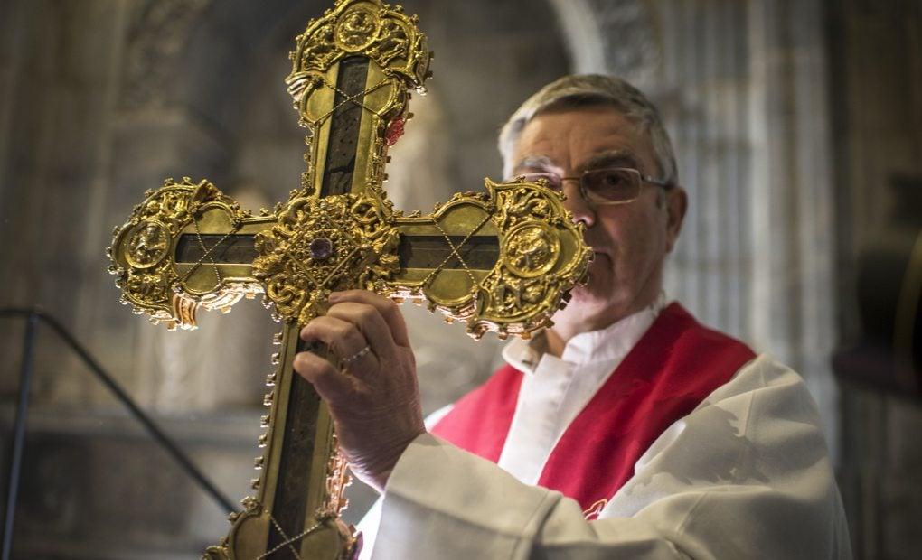 El Abad Juan Manuel Núñez, Guardián del trozo de la Cruz de Jesús más grande del mundo. No sabe del Arca de la Alianza