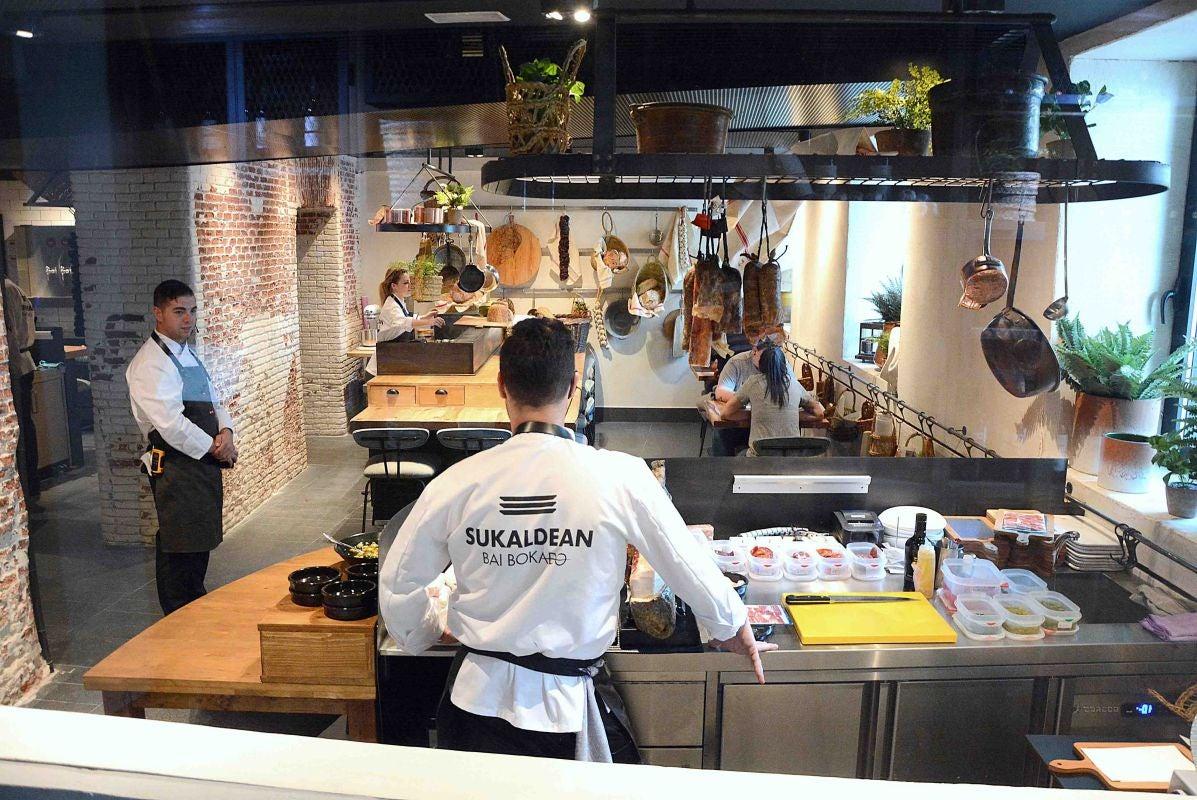 Vista del espacio del nuevo restaurante Sukaldean Bai Bokado, de cocina vasca, en Madrid. Foto: Sukaldean Bai Bokado.
