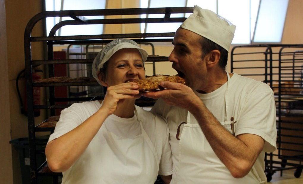Olga y Juan Mari, los actuales propietarios del obrador Casa Vidaurre (Olite) donde se elaboran los txantxigorris.