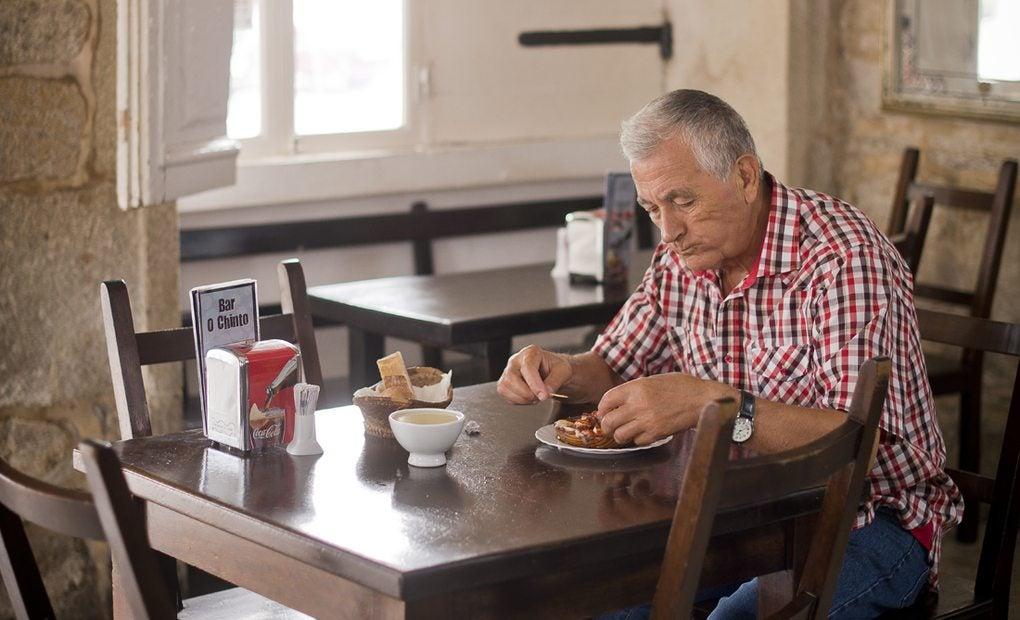 Un fiel del pulpo a media mañana con una taza de Ribeiro.