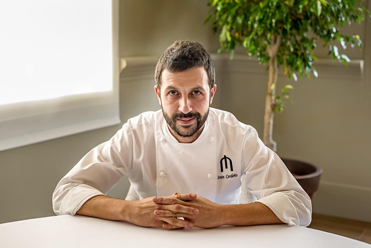 Iván Cerdeño en su restaurante.