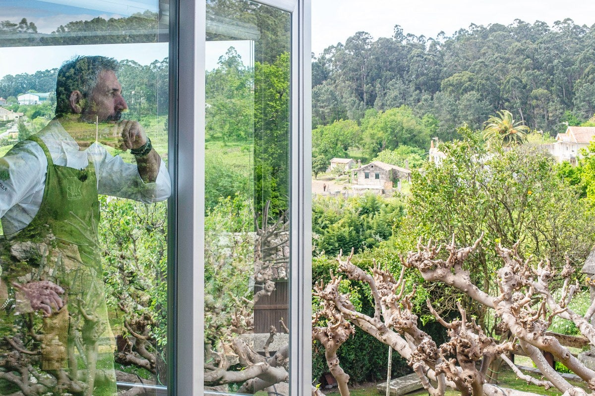 Pepe Solla se confunde con la naturaleza gallega en su restaurante en Poio.