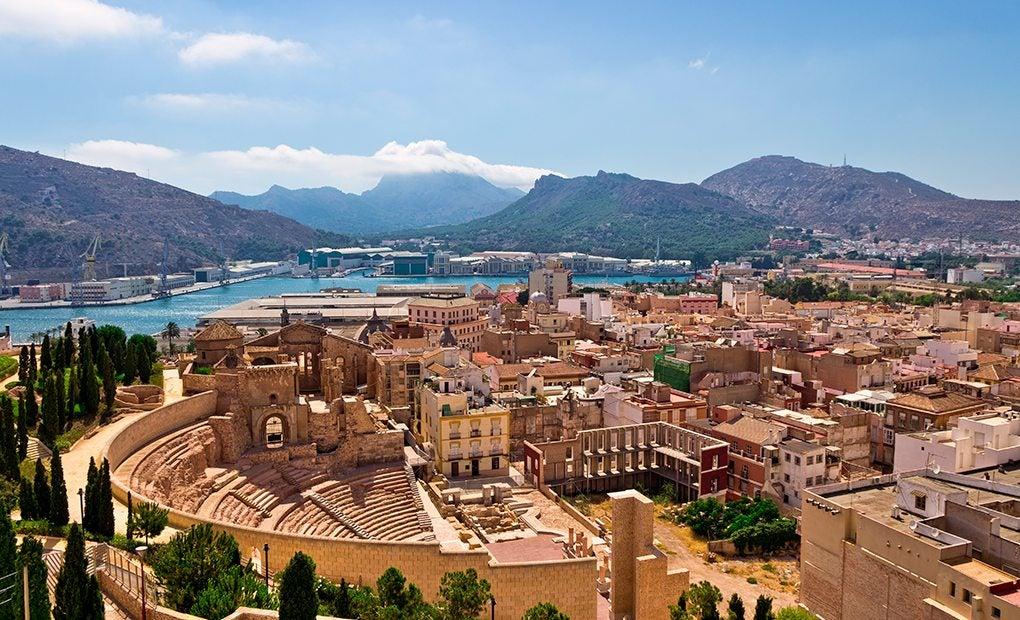 Vista sobre Cartagena con el anfiteatro romano. Foto: Shutterstock.