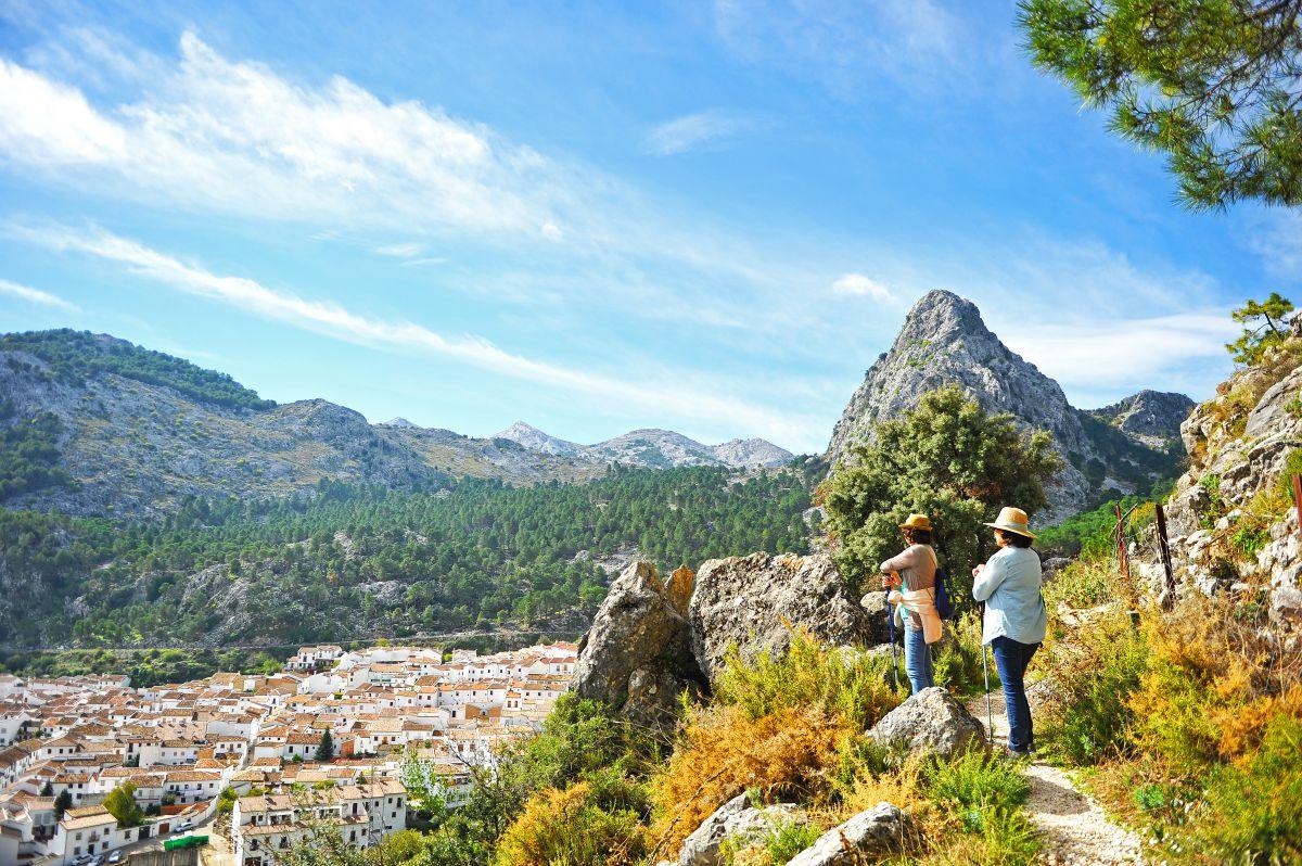 Si sopla el Levante, tranquilo, Cádiz esconde muchos tesoros a descubrir, como la Sierra de Grazalema. Foto: shutterstock